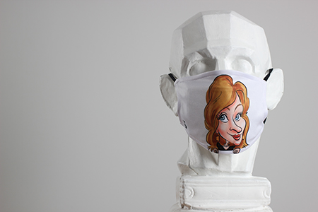 Caricature en couleur d'une femme imprimé sur un masque de protection. Masque personnalisé blanc avec la caricature.
