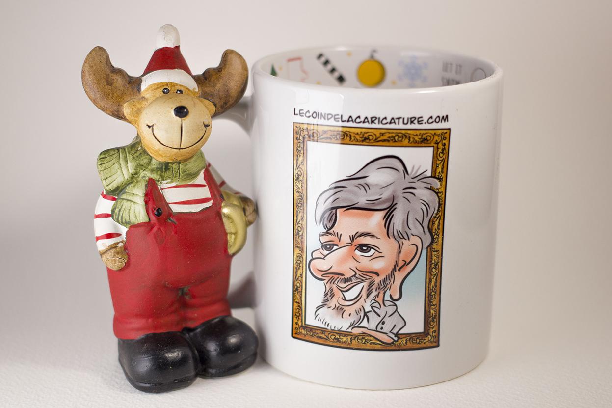 La caricature d'une jeune belle fille. Cette caricature a été faite comme un cadeau de Noël et a été imprimée sur un mug. Mug personnalisé